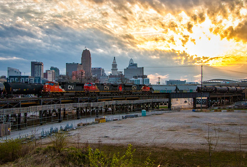 cn canadian national locomotives emd ge sd70i oil fuel cincinnati train trains locomotive railroad rail road ct junction elevated el skyline sunrise cinci nati