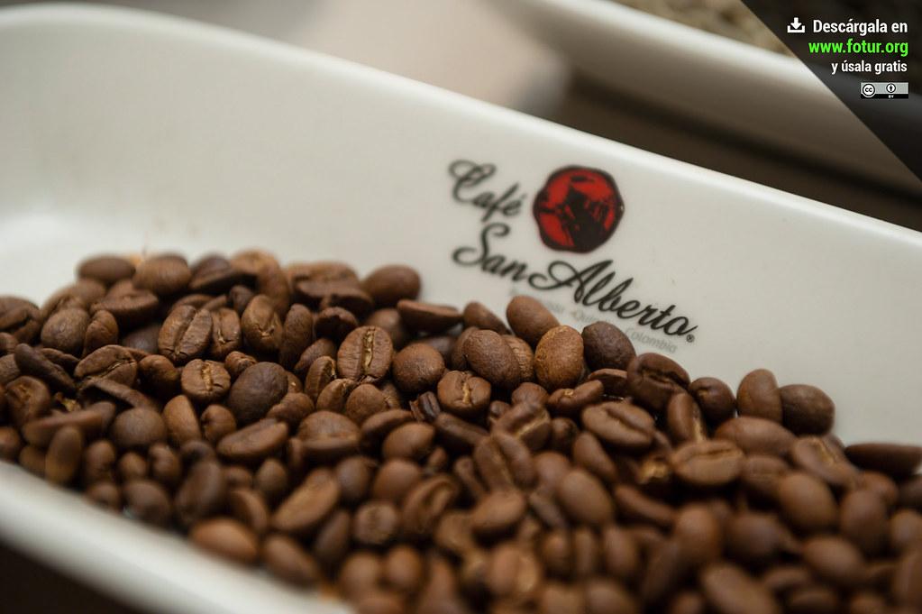 Granos De Café Tostado En La Terraza De San Alberto Buenav