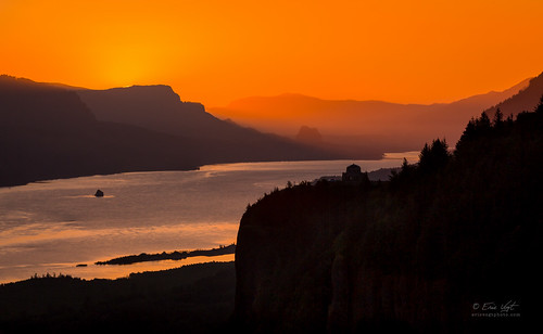 orange silhouette oregon sunrise river columbia telephoto pacificnorthwest gorge crownpoint vistahouse beaconrock columbiarivergorgescenichighway