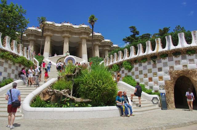 parc güell main entrance