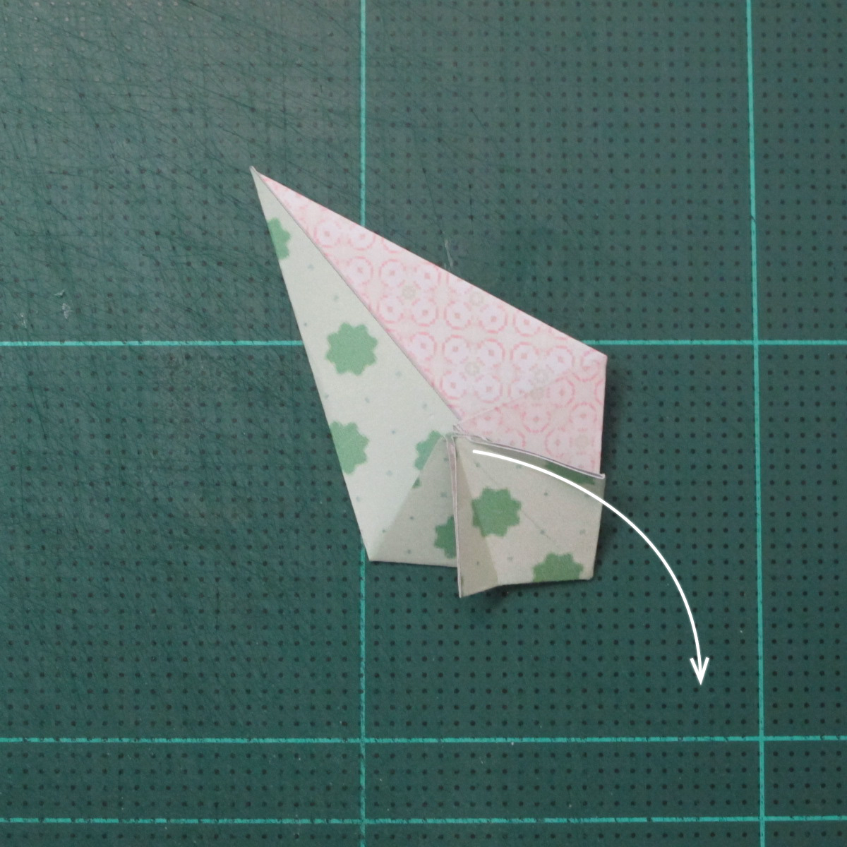 การพับกระดาษเป็นสัญลักษณ์ดาวแปดแฉกคู่ (Double Eight-Pointed Stars Origami) 005