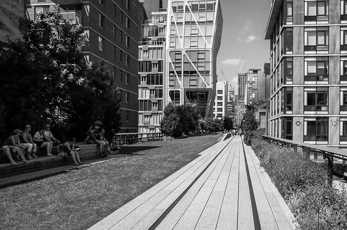 Looking north along the High Line | by Richard-