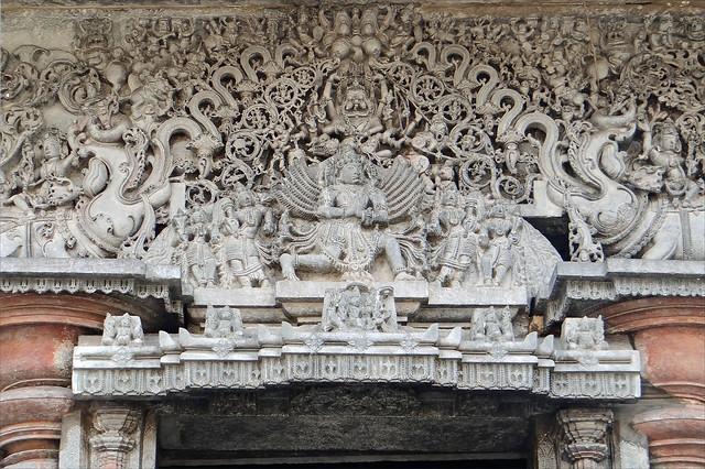 Garuda (Temple de Chennakeshava à Belur, Inde)