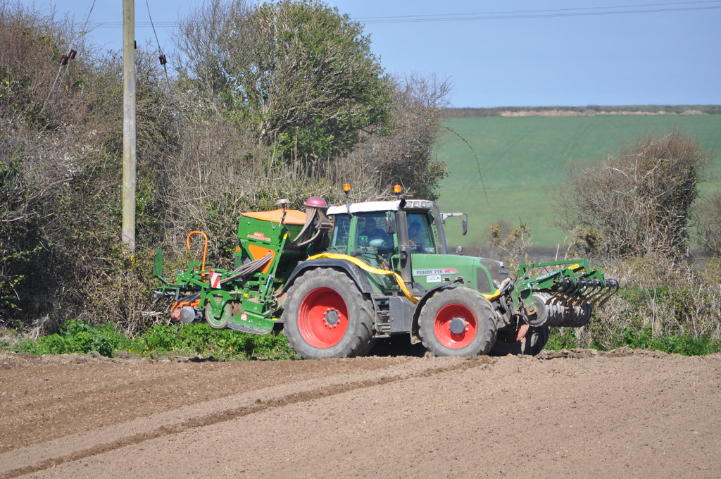 Fendt 718 Vario TMS Tractor with an Amazone AD-P 303 Speci…   Flickr