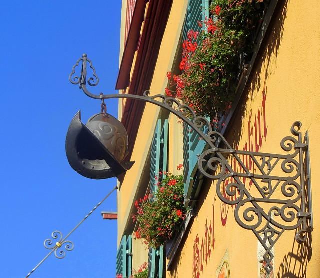 Sign, Hotel Eisenhut.