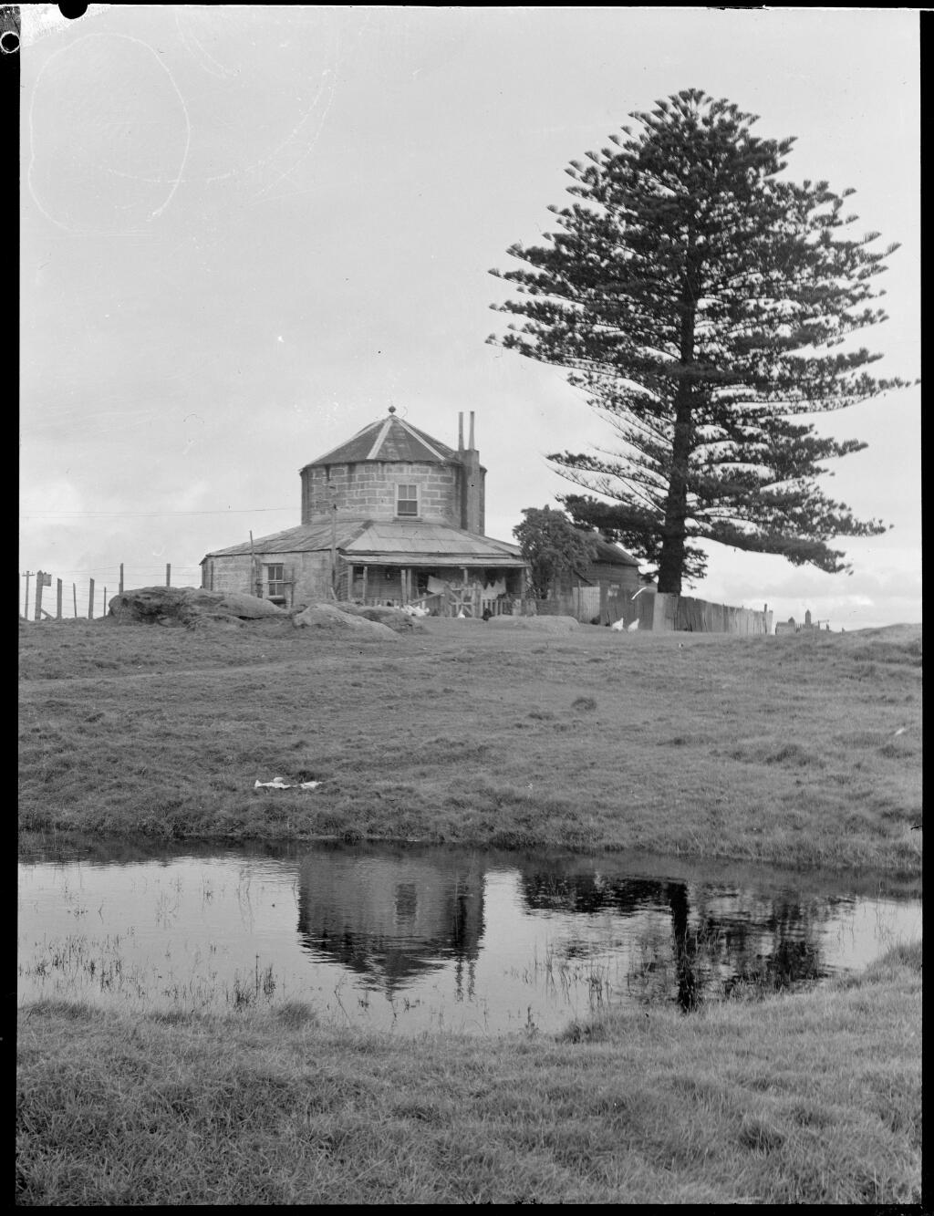 Old Customs House, La Perouse, Botany Bay, New South Wales, ca. 1935, 1 / E.W. Searle