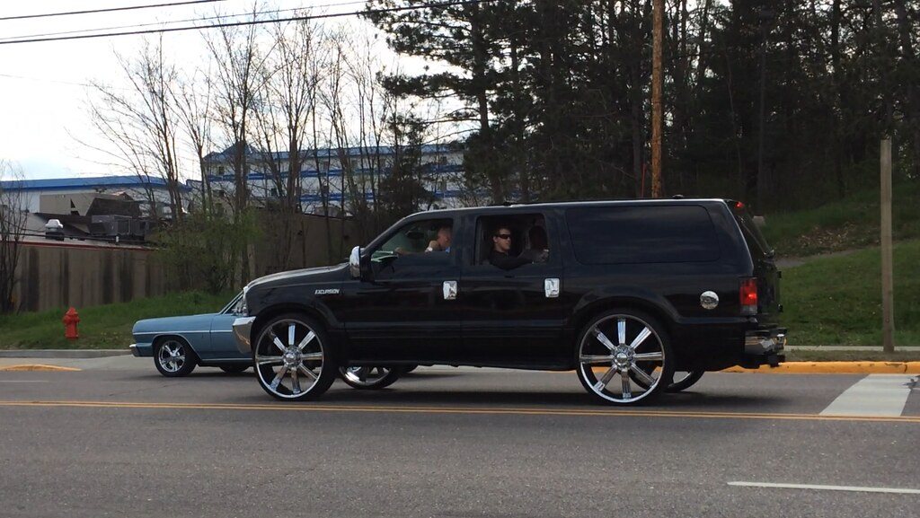 Ford Excursion With A Back Seat Limo Style Conversion Com Flickr