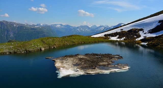 Styggedalsvatnet med et lite isfjell
