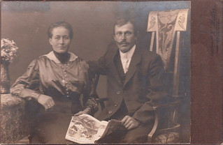 Portrait of a couple with an issue of 'Meggendorfer-Blätter' by Karl Müller (1916)