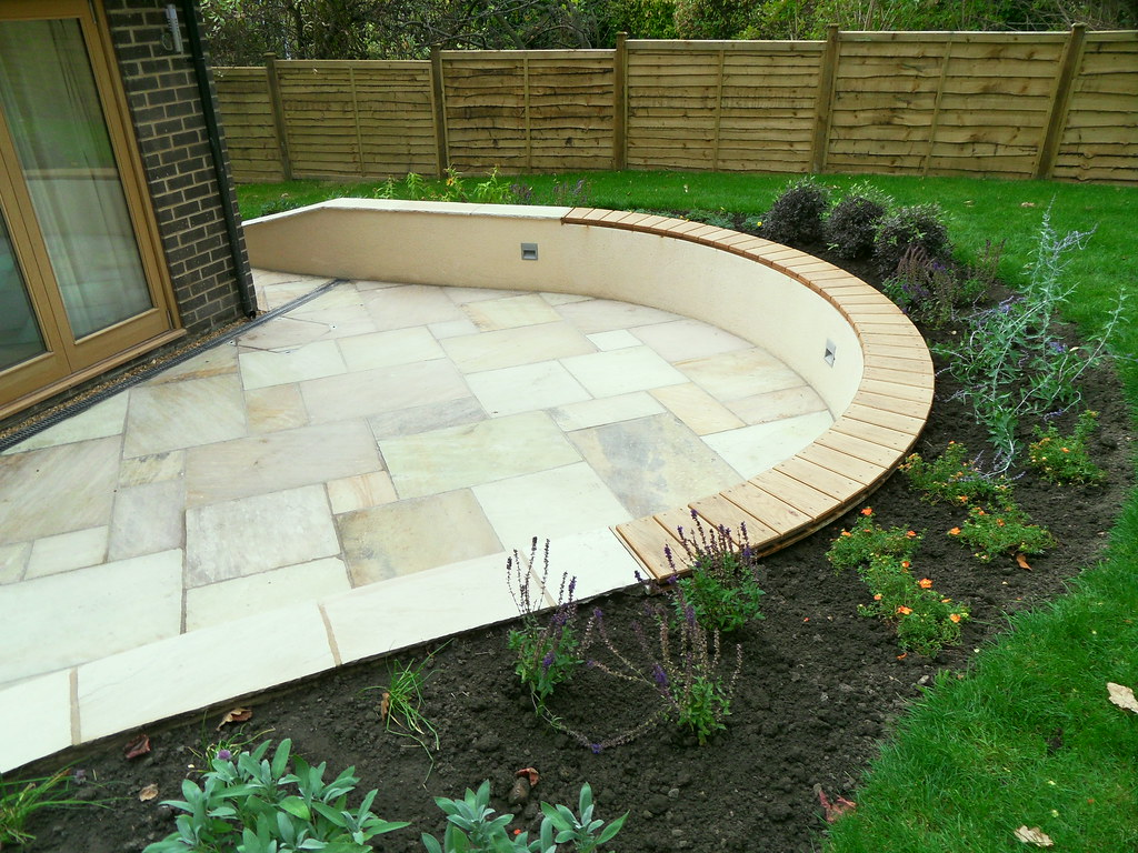 Sunken Indian Stone Patio With Rendered Curved Wall And Be Flickr