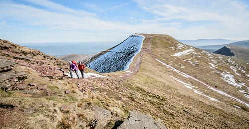 nikond7100 sigma1020mmlens breconbeacons wales unitedkingdom penyfan corndu spring sunny windy nationaltrust snow landscape hiking