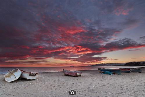 atardecer bolnuevo playa barcas nubes blue red arena azul rojo beach clouds sunset canon80d canon1022 formatthitech filters murcia spain