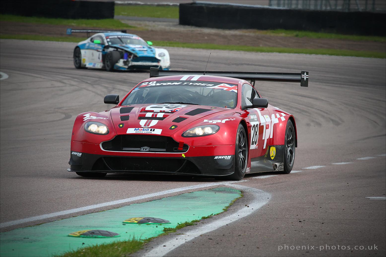 Aston Martin Vantage 28_r