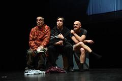 Tres personas del equipo sentados.  Fotografía cedida por el fotógrafo local Óscar Blanco Gutiérrez