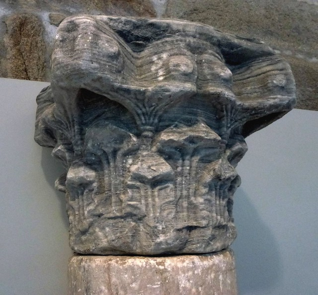 PONTEVEDRA, Galicia. Museo. Capitel s.VI, iglesia San Salvador de Setecoros (Valga, Pontevedra)