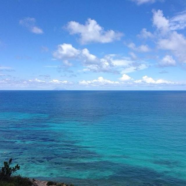Buongiorno Con Un Cielo Azzurro Che Si Rispecchia Nel Lim