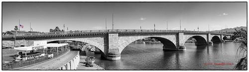 bridge arizona blackandwhite bw usa londonbridge flags starsandstripes memorialday blackandwhitewithcolour panoramma canonef1740mm14lusm canon5dmkiii