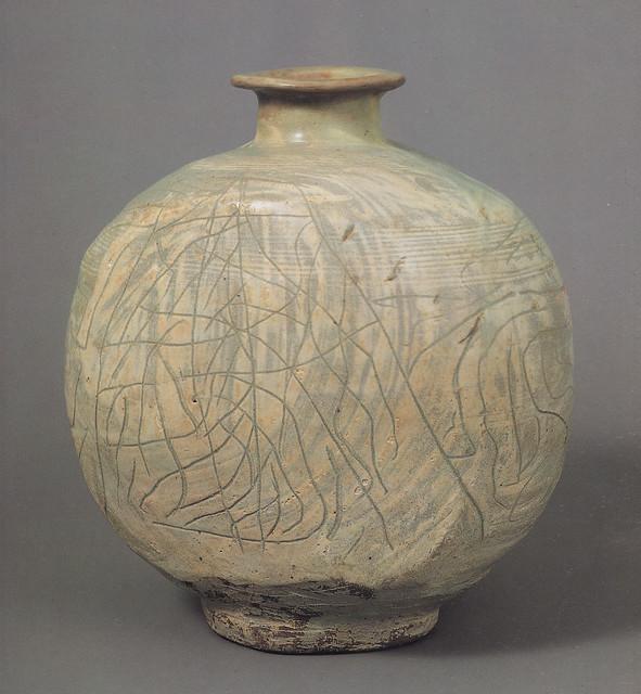 粉青沙器彫花線條文仰瓶