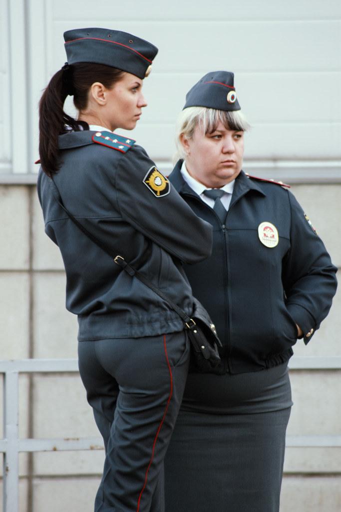 телка в форме полицейского пришла проверить парня - 11