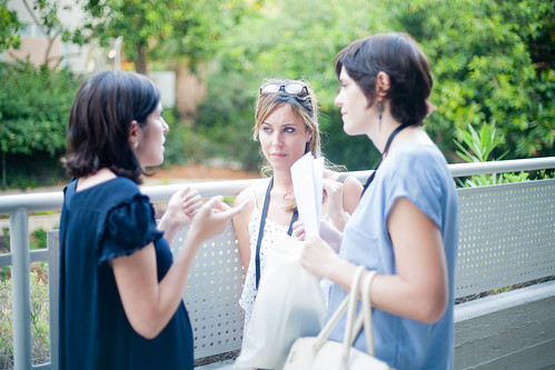 Lisa (left) and Jennifer (middle), from the volunteer team who organized the event, sharing advice with an Ola lawyer from France. | by GVAHIM