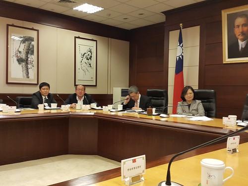 圖05.1060120蔡總統陳副總統與工會領袖就勞保年金改革議題進行意見交換