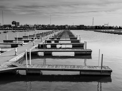 lakesidelanding sunset spitzermarina landsscape docks bw lorain ohio unitedstates us