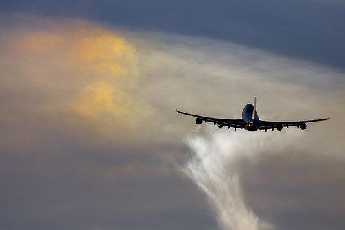Iridescent clouds Boeing 747