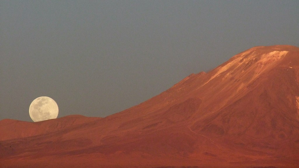 Moon and Lejía volcano