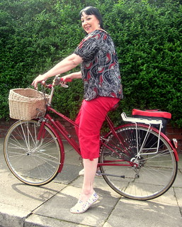 Raven's Tuesday Cycle Chic. Raleigh Misty mixte with matching red & black.