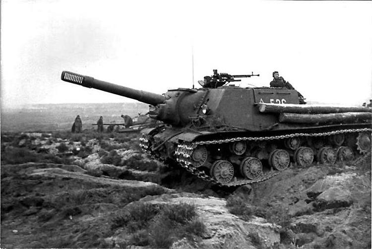 ISU-152 ja T-34/85