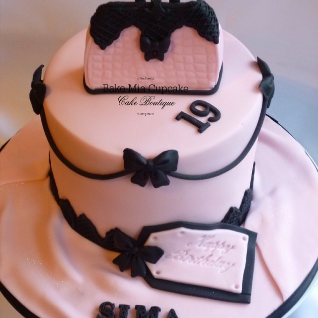 Fabulous 19Th Birthday Cake Bakemiacupcake Flickr Funny Birthday Cards Online Alyptdamsfinfo
