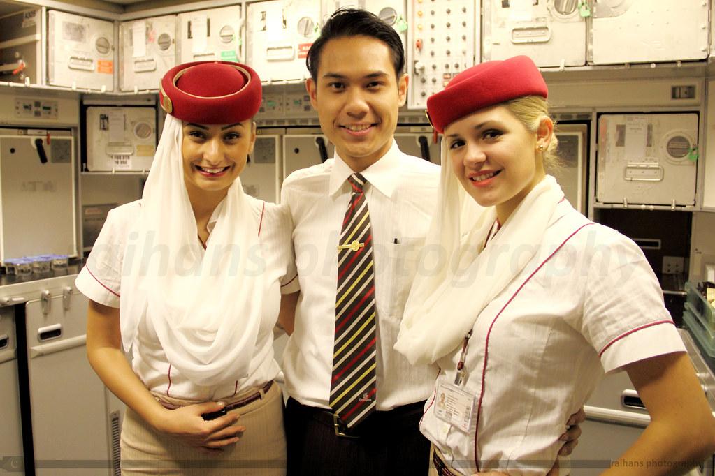 Emirates Cabin Crew Cabin Crew For Emirates 860 Enroute Flickr