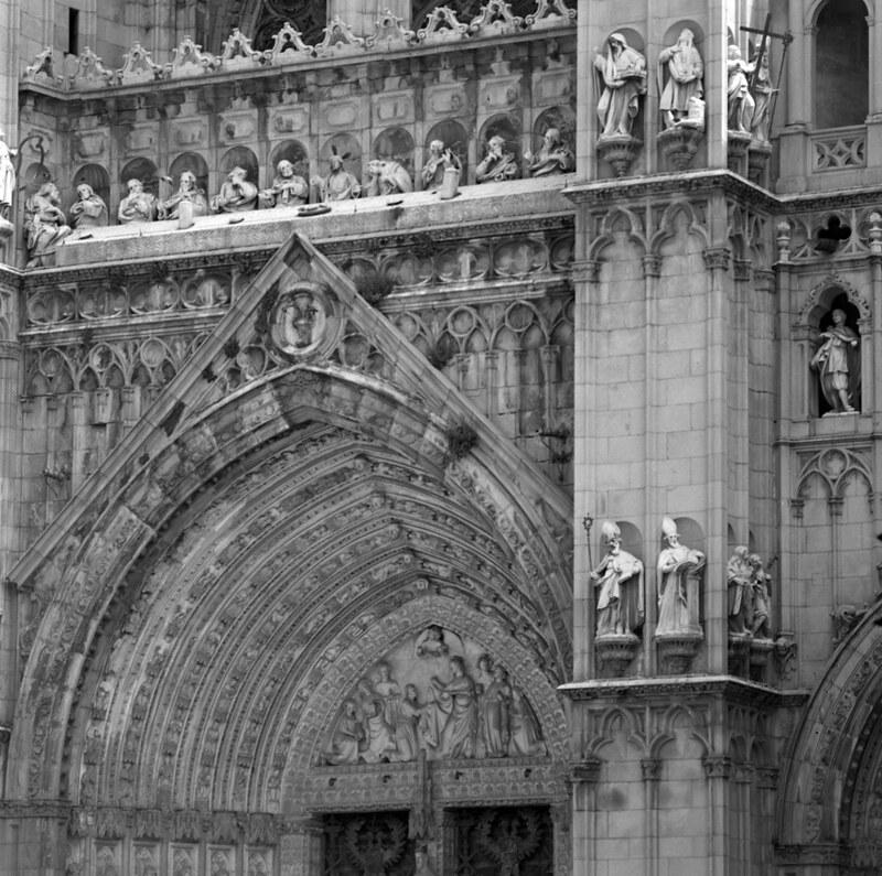 Fachada de la Catedral de Toledo en los años 50. Fotografía de Nicolás Muller  © Archivo Regional de la Comunidad de Madrid, fondo fotográfico