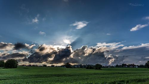 blue cloud green norway landscape fields sunbeam cloudporn tønsberg vestfold jorde olsrød presterød olsrødgård normannphotography