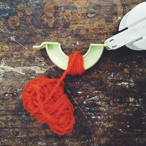 fazer pompons - 1 | by Rosa Pomar