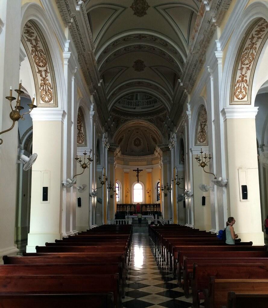 プエルトリコのサンフアンにあるサンフアン大聖堂の内部