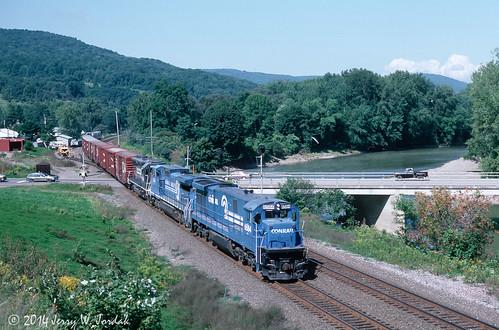 railroad bridge usa ny train river cr wellsburg 6584 gradecrossing wacg40