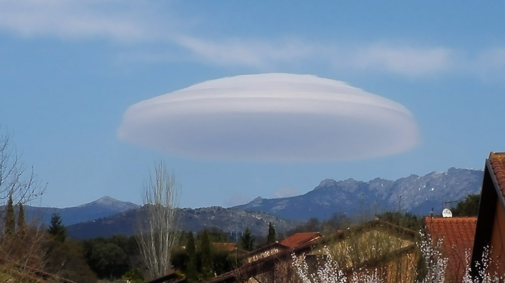 Lenticular Cloud over Siete Picos