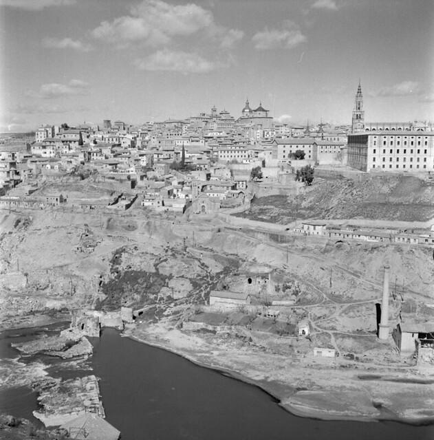 Vista general de Toledo en los años 50. Fotografía de Nicolás Muller  © Archivo Regional de la Comunidad de Madrid, fondo fotográfico