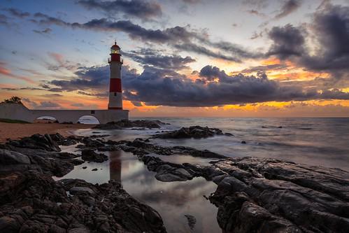 brazil sunrise salvador atlanticcoast atlanticocean farroldaitapuã praiadeitapuã bahia br lighthouse beach canon southamerica