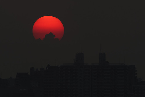 park sunset sky sun building japan apartment sigma 300mm teleconverter merrill foveon sd1 20x 600mm 120300mm sigma120300mm 舞子公園 sigma120300mmf28 tc2xex sigma12030028 maikopark sd1merrill