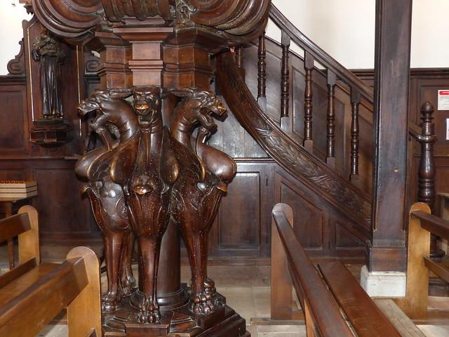 Saint-Jean-de-Luz, Pyrénées-Atlantiques: chaire, 1878, avec des monstres à tête de loup, symbole de l'hérésie.