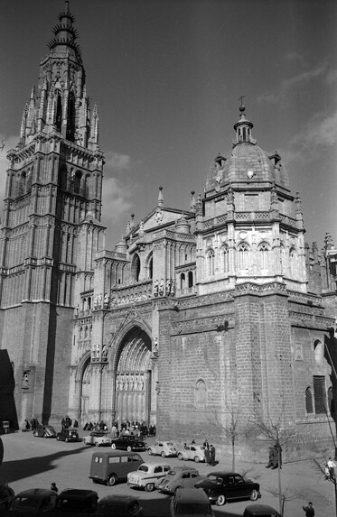 Catedral y Plaza del Ayuntamiento de Toledo en los años 50. Fotografía de Nicolás Muller  © Archivo Regional de la Comunidad de Madrid, fondo fotográfico