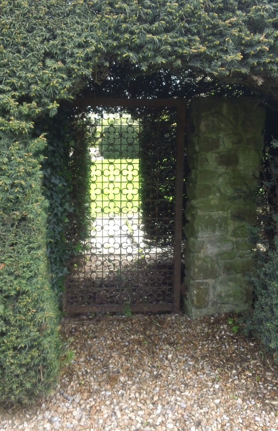 Gate in hedge on the Greensand Way, near West Peckham