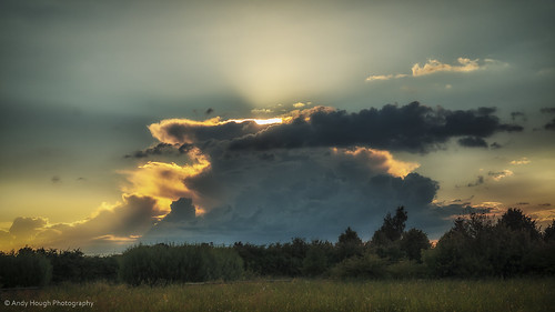 sunset england sky clouds golden colours unitedkingdom sony sunrays a77 longwittenham sonyalpha andyhough slta77 andyhoughphotography
