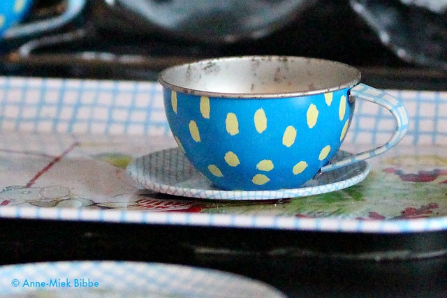 CHILDREN'S TOY TEA-CUP TIN-PLATE || KOPJE BLAUW BLIKKEN KINDERTHEE SERVIESJE