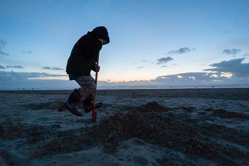 beach sand shovel dig sunset bluehour oregon seaside