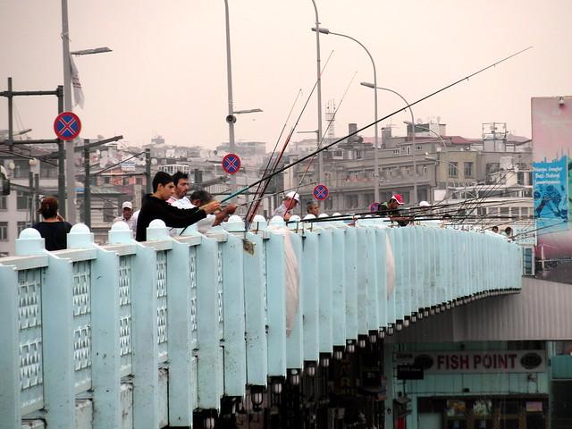galata bridge fishing fans (1)