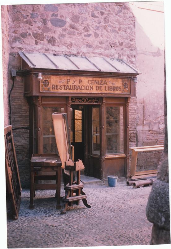 Decorado para la grabación de La Novena Puerta de Roman Polanski en 1998 en los cobertizos. Foto de Luis Alba. Colección Luis Alba