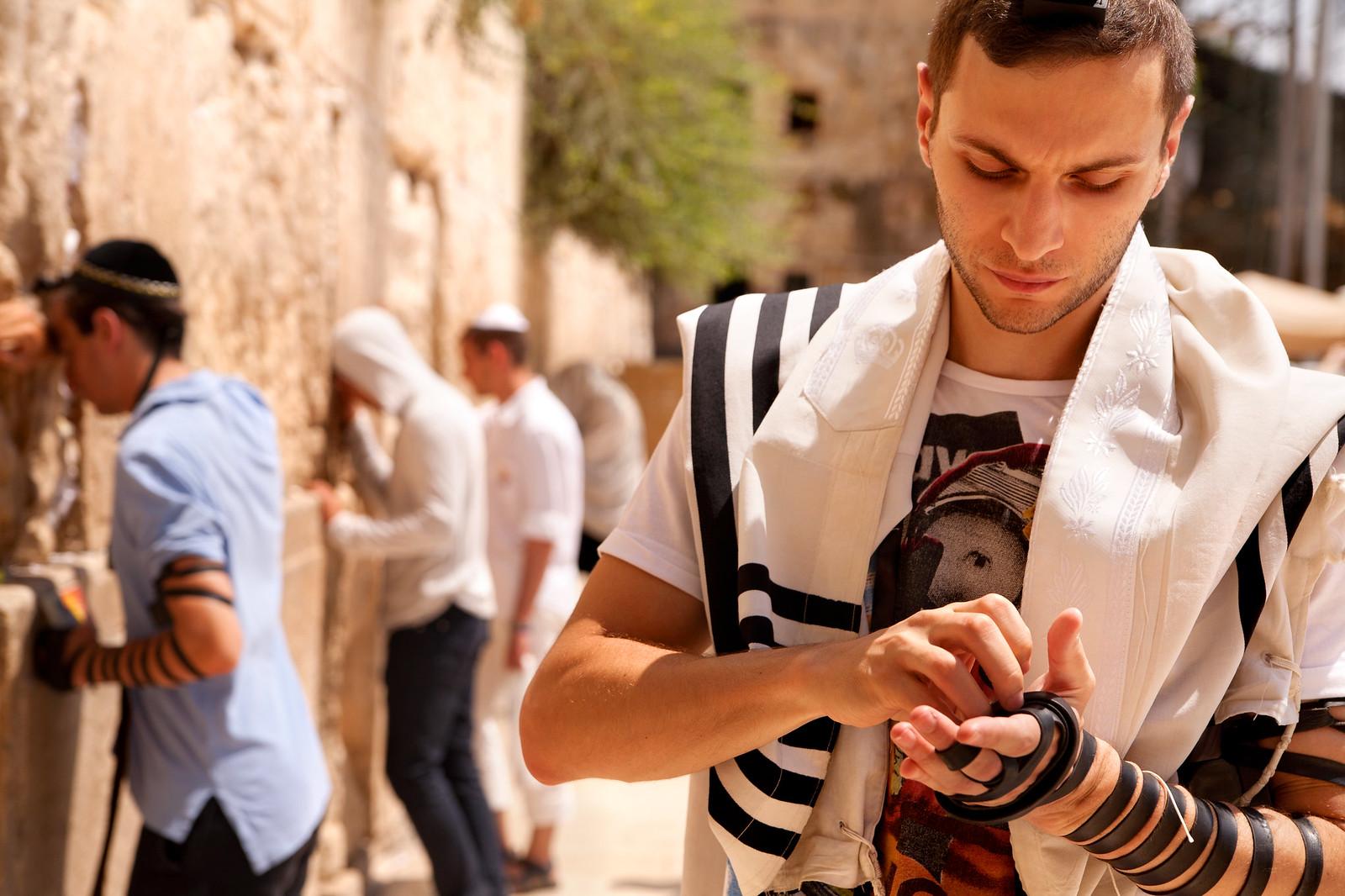 Jersusalem_Western Wall_Tefillin_4_Noam Chen_IMOT